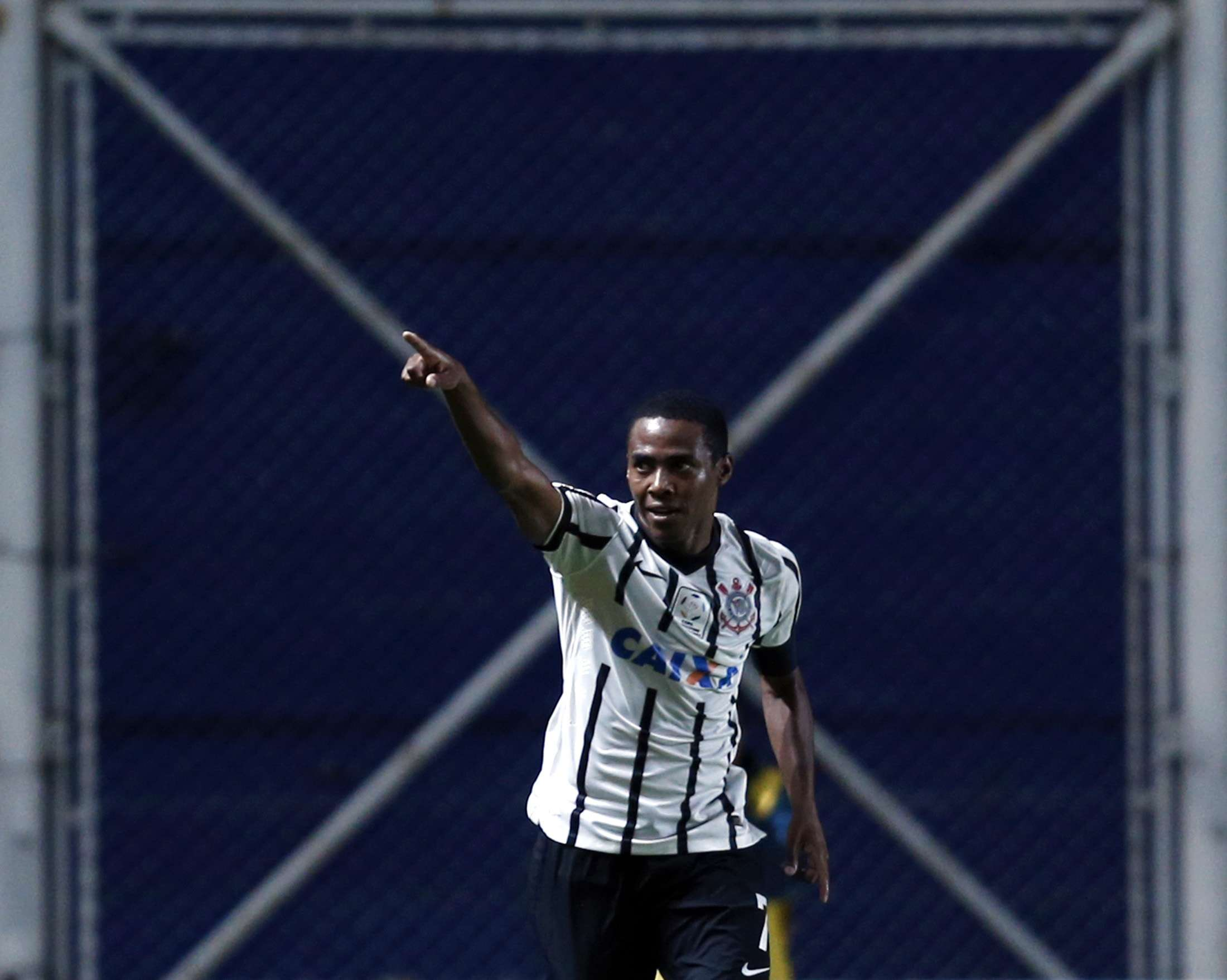 Elias deu a vitória ao Corinthians contra San Lorenzo Foto: Marcos Brindicci/Reuters