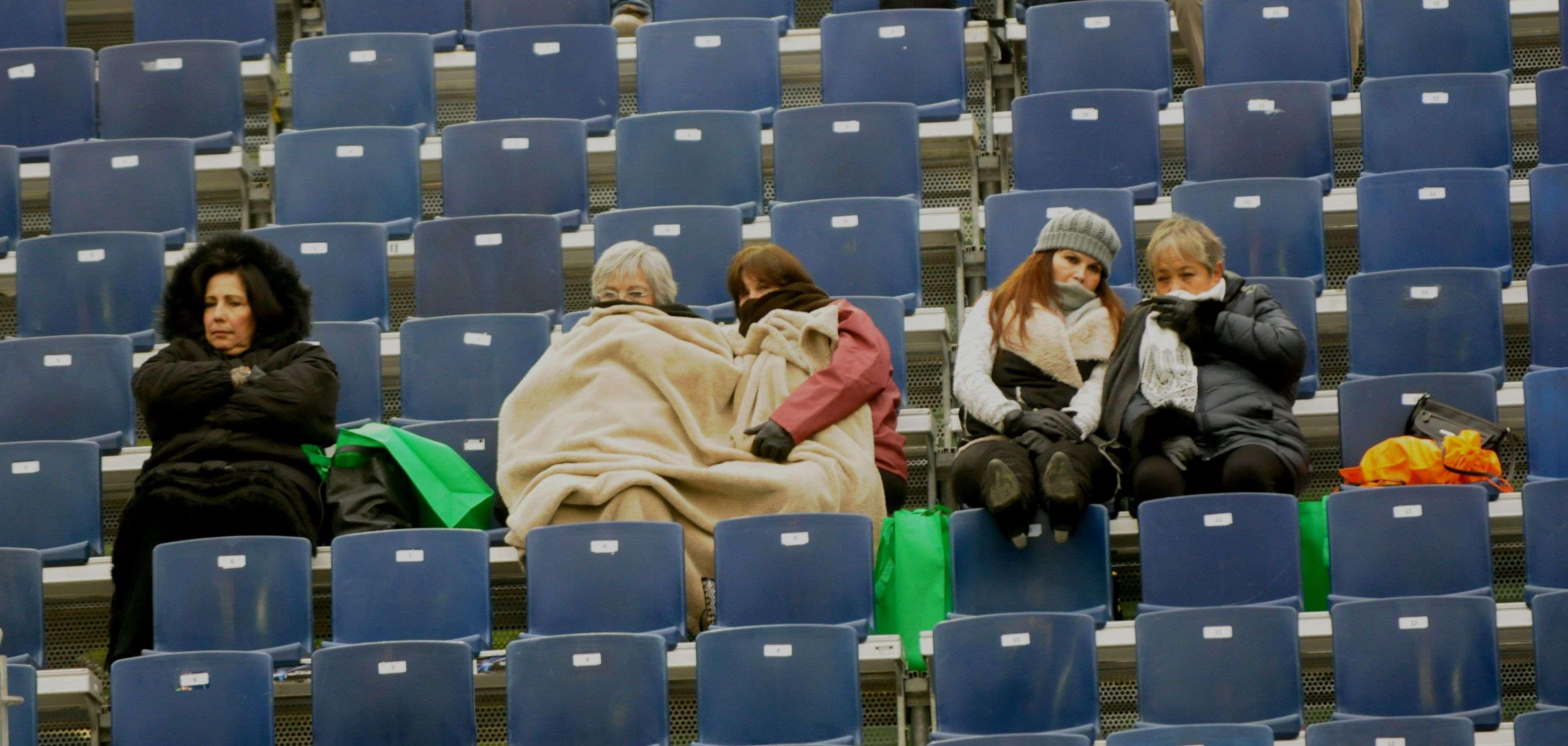 El frío no ha frenado a la afición en el Abierto de Tenis Monterrey 2015. Foto: Terra