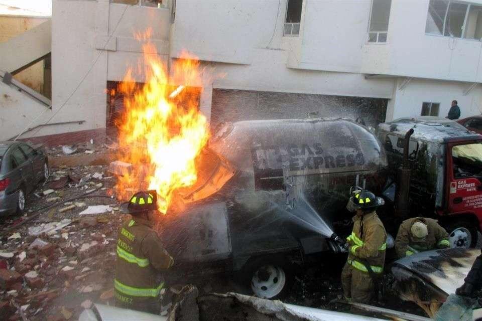 La explosión se originó por la fuga en la pipa propiedad de la empresa Gas Express Nieto, cuando surtía la mañana del 29 de enero en el Hospital Infantil de Cuajimalpa. Foto: Reforma