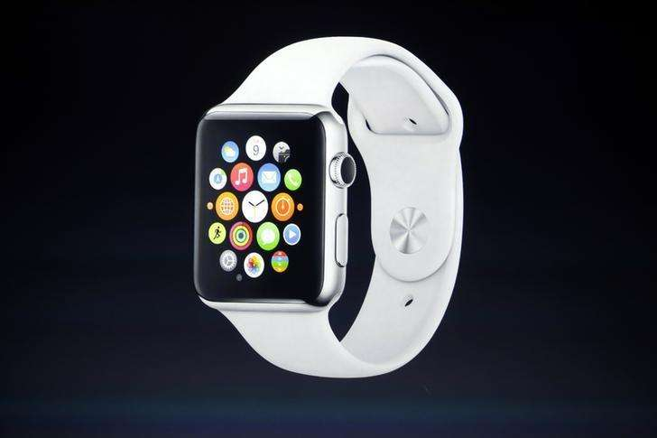 Imagen de archivo de la presentación del reloj Apple Watch en Cupertino, EEUU, sep 9 2014. Los rivales de Apple quieren beneficiarse de su magia, confiando en que su esperado nuevo reloj avanzado logre aumentar la demanda de accesorios tecnológicos, que por el momento ha generado más comentarios por su potencial que por sus ventas. Foto: Stephen Lam/Reuters