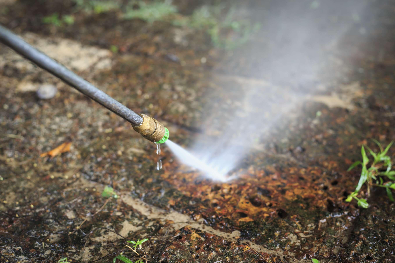 Lavar calçada com água da Sabesp vai pesar no bolso do consumidor Foto: IStock