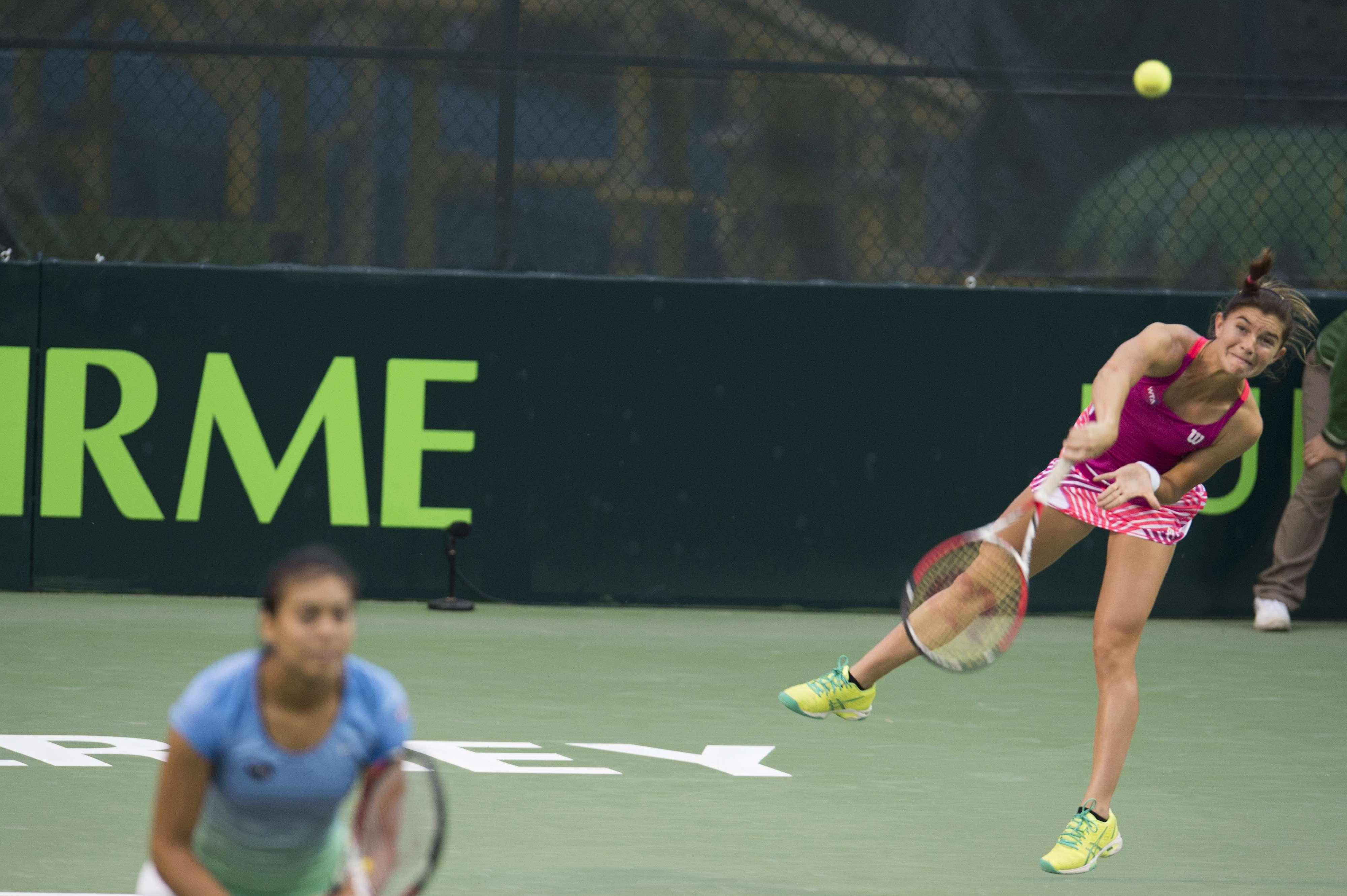 Marcela Zacarías con la mexicana Victoria Rodríguez en el Abierto de Tenis Monterrey. Foto: Mexsport