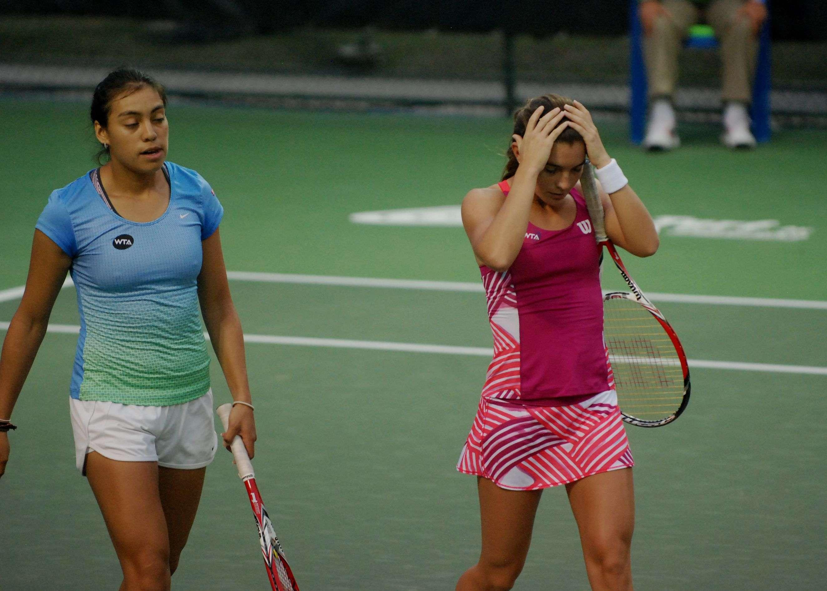 Marcela Zacarías y Victoria Rodríguez perdieron por 6-1 y 6-3 ante Timea Bacsinzky y Vera Zvonareva en el Abierto de Tenis Monterrey. Foto: Terra