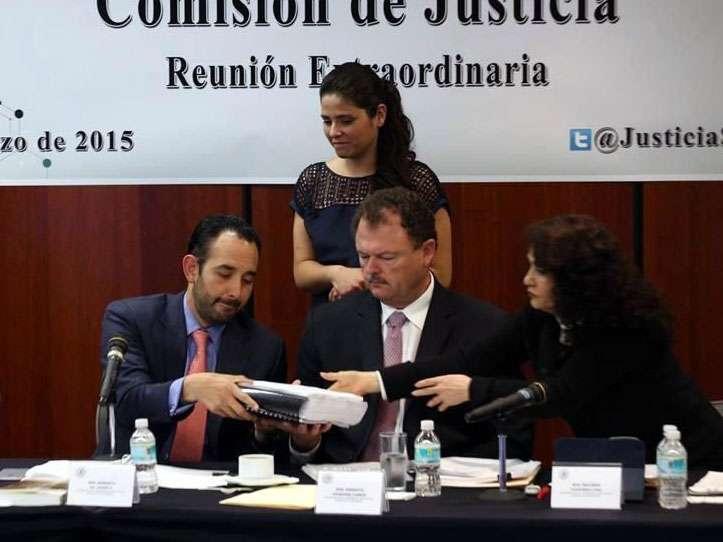Roberto Gil considera que Medina Mora sí cubre residencia en México porque está en el extranjero por cargo diplomático. Foto: Reforma/Israel Rosas