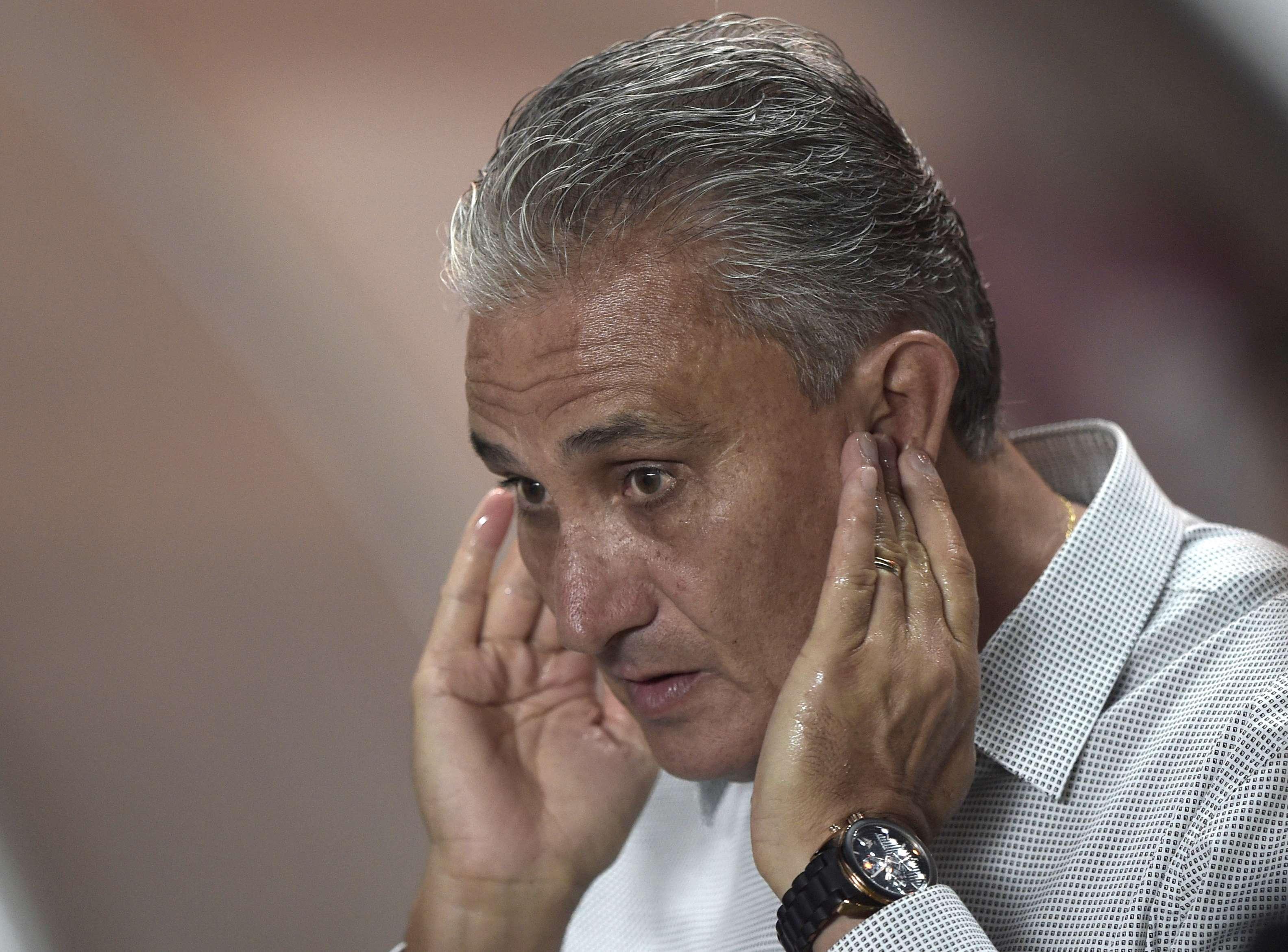 Tite pode falar bastante com os jogadores no duelo sem torcida Foto: Juan Mabromata/AFP