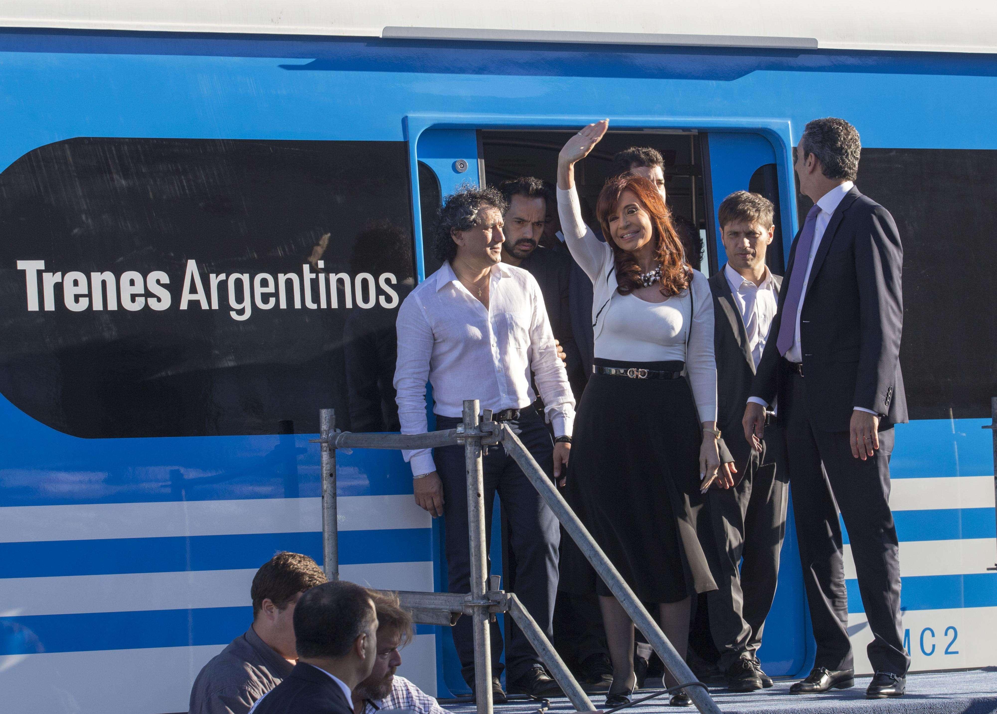 Cristina junto al ministro Randazzo recibieron en Puerto Madero a los nuevos trenes. Foto: Presidencia