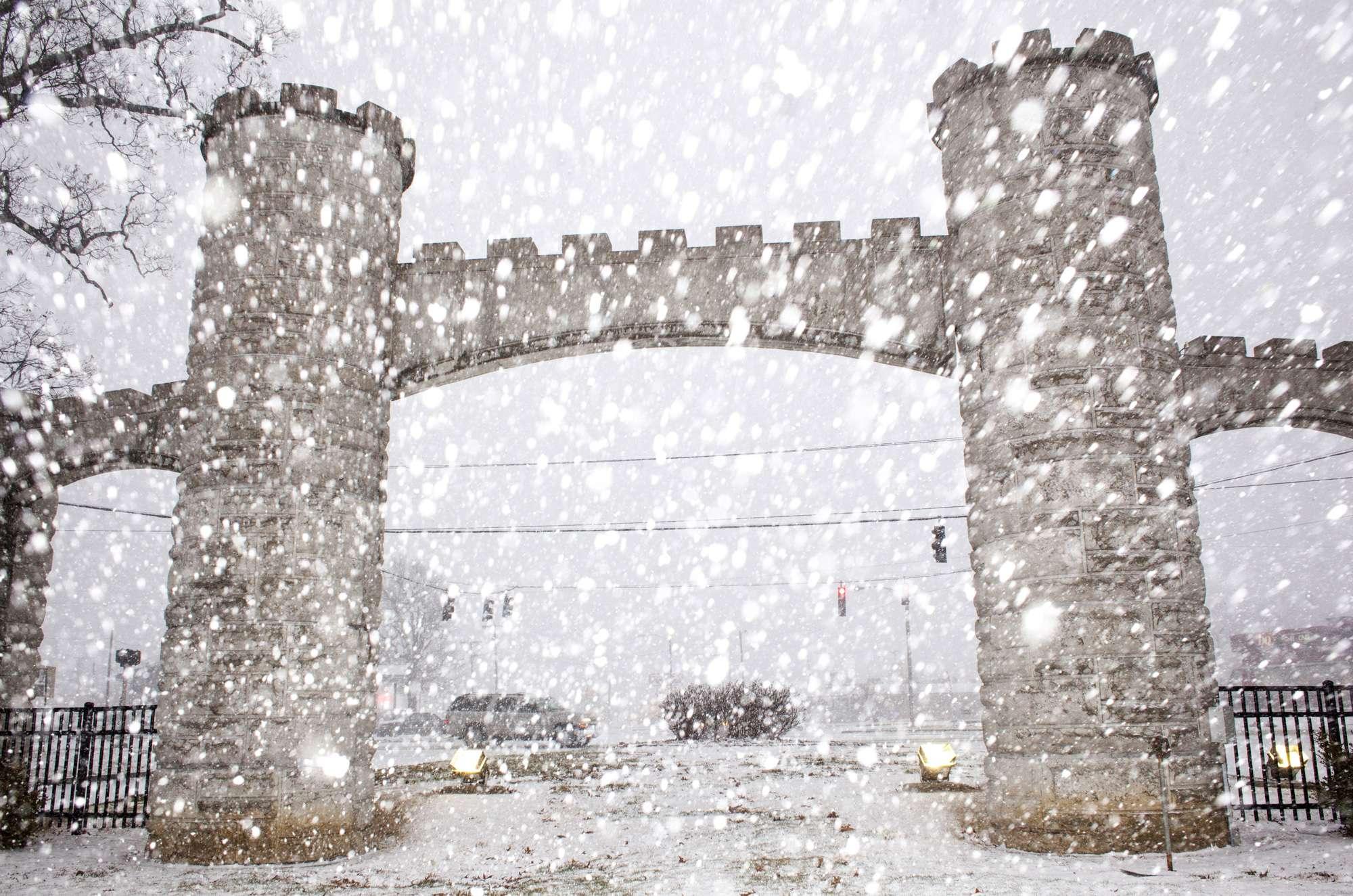 Nieve cayendo en la entrada de Noble Park, el 4 de marzo del 2015, en Paducah, Kentucky. Foto: AP en español