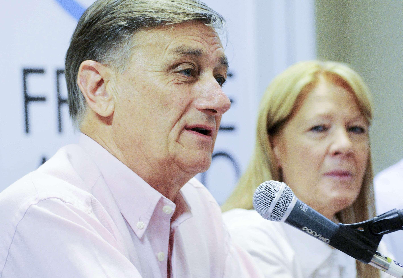 El diputado Nacional por el socialismo Hermes Binner anunció que retira su precandidatura presidencial y propuso a Margarita Stolbizer como candidata. Foto: NA