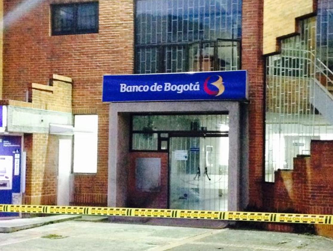 Sede de Banco de Bogotá donde explotaron un petardo de bajo poder. Foto: @jairopulgarin