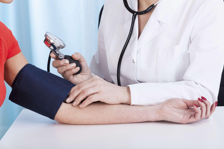 No es necesario sentirse pésimo para ir al médico, hay revisiones periódicas que son importantes. Foto: iStock