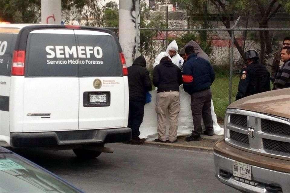 Una bolsa con los aparentemente últimos restos de un cuerpo mutilado fueron localizados en la Colonia La Sierra, en Santa Catarina. Foto: Mario Álvarez/Reforma