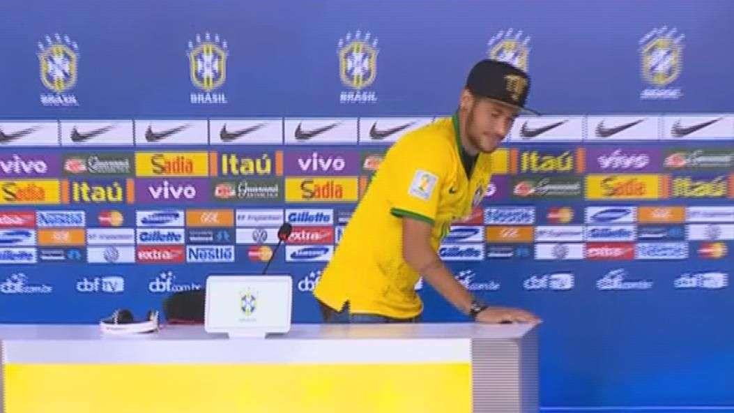 """Neymar sobre críticas de Ribeiro a Felipão: """"vou xingar ele"""""""