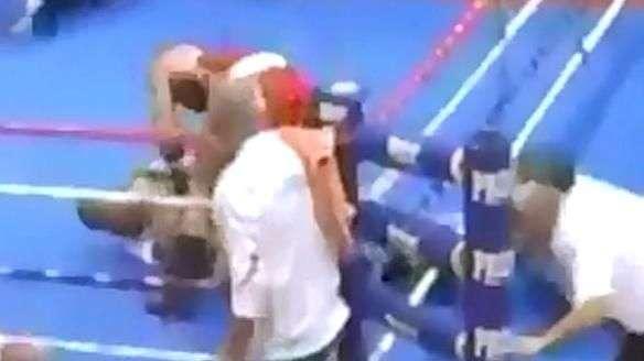 Segura ele! Boxeador perde a cabeça e espanca árbitro