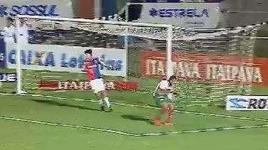 Que fase! Atacante da Portuguesa perde gol inacreditável