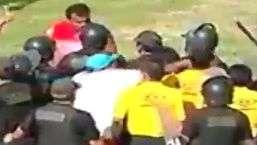 Protegido por polícia, juiz toma soco em partida no Peru