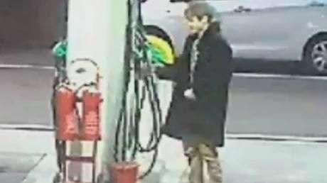 Polícia procura homem que ateou fogo em posto de gasolina
