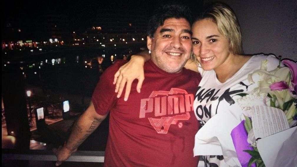 Vídeo mostra suposta agressão de Maradona à ex-noiva