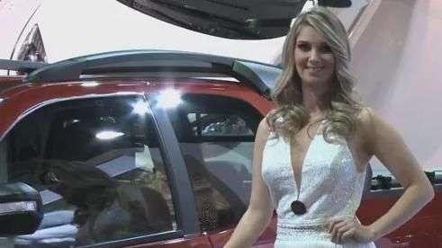 Mulheres roubam a cena no Salão do Automóvel