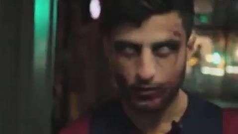 Ingleses fazem pegadinha com Suárez zumbi assustador