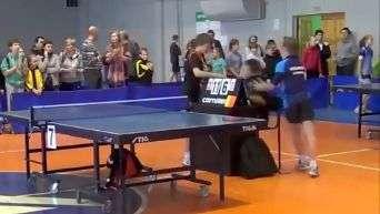 """Surtou! Jovem """"perde a linha"""" com juiz no tênis de mesa"""