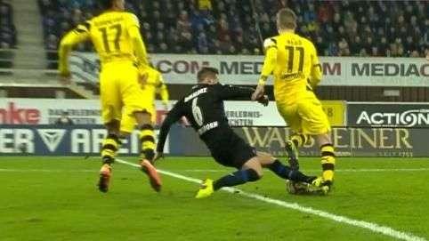 Merecia expulsão! Reus sofre entrada violenta na Bundesliga