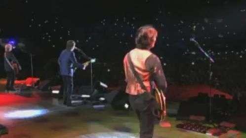 Paul abre show em SP com Eight Days a Week, dos Beatles