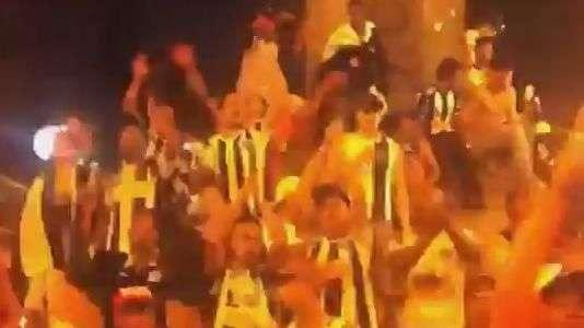 Torcida do Atlético-MG festeja título com provocação a rival