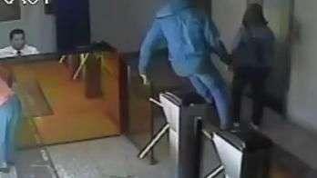 DF: homem pula catraca e rouba bolsa de idosa com R$ 35 mil