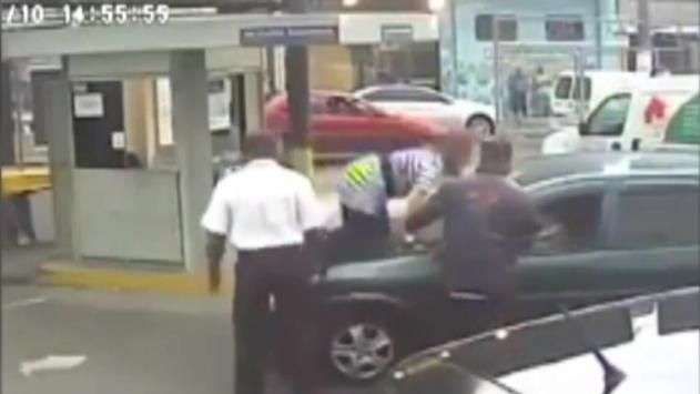 Delegada atropela idosa, se irrita e sobe em capô