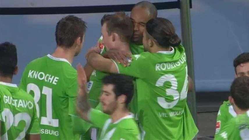 Cabeçada de ouro! Naldo salva Wolfsburg pelo 2º jogo seguido