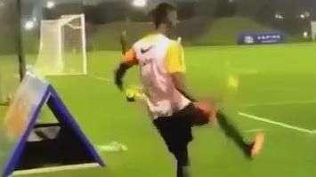 Mágico! Jogador da Juventus faz gol surreal em treino