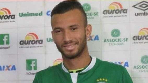 Leandro confirma proposta do Palmeiras e elogia clube