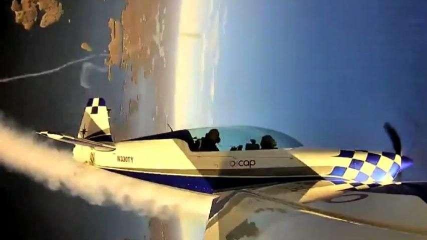 Pai e filho fazem acrobacias aéreas nos EUA; viaje com eles