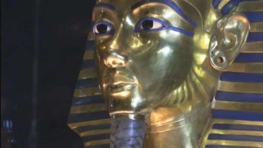 Veja estrago após restauração da máscara de Tutancâmon