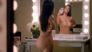 Kim Kardashian empina bumbum em selfies para o Super Bowl