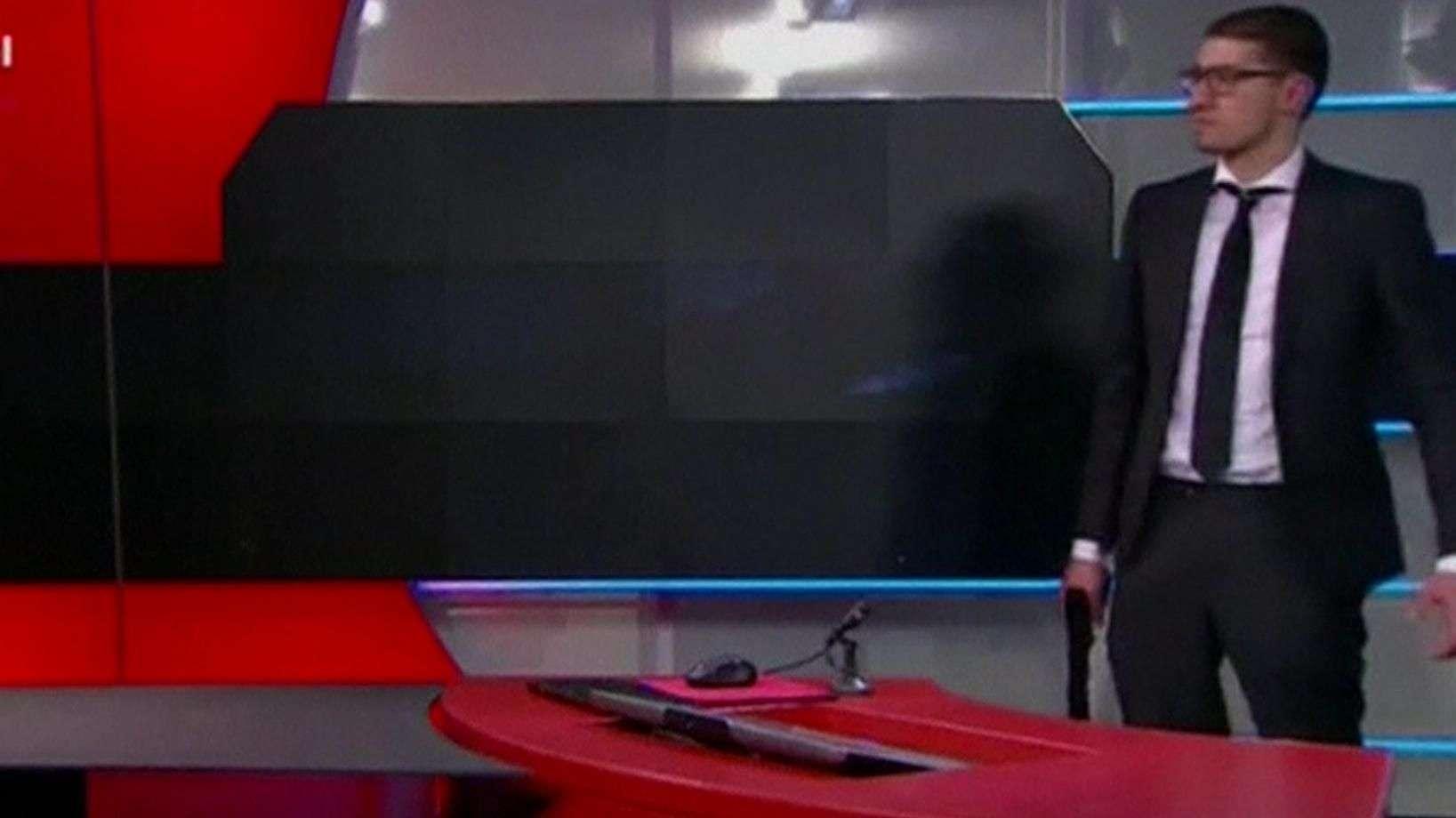 Homem invade emissora de TV com réplica de pistola