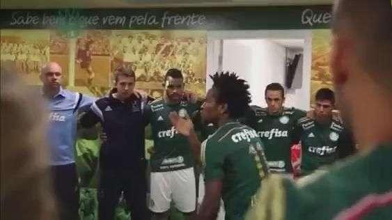 De arrepiar! Zé Roberto faz preleção histórica no Palmeiras