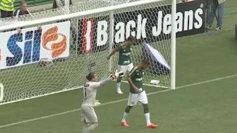 Faltou pontaria! Maikon Leite perde gol feito em vitória