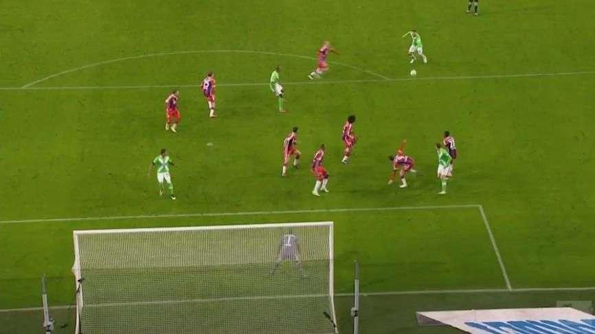 Atacante do Wolfsburg faz gol de placa contra o Bayern