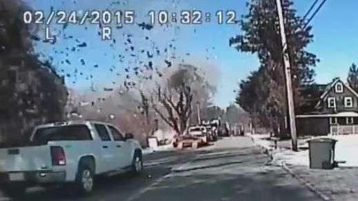 Câmera registra momento de explosão em casa dos EUA