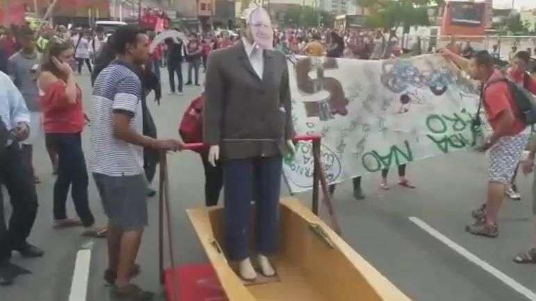 MTST faz paródia de Alckmin em ato contra falta d'água