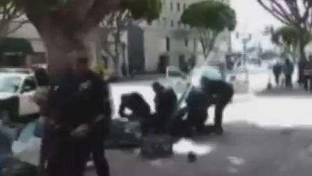 Vídeo registra morte de sem-teto por policiais nos EUA
