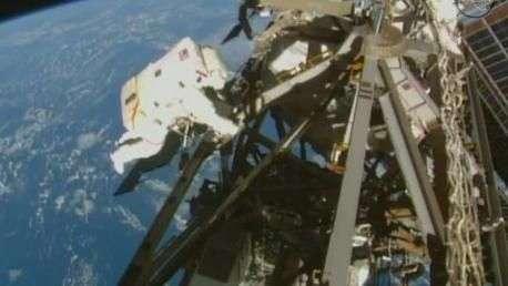 Água em capacete de astronauta preocupa Nasa