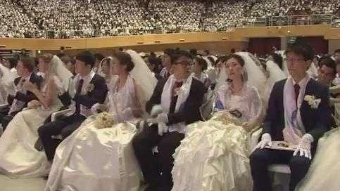 Casais participam de casamento coletivo na Coreia do Sul