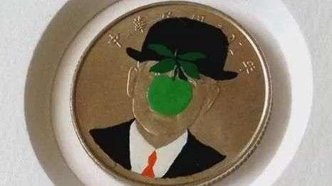 Artista faz sucesso com caricaturas de moedas em Frankfurt