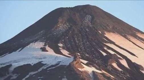 Após evacuação da área, vulcão diminui atividade no Chile