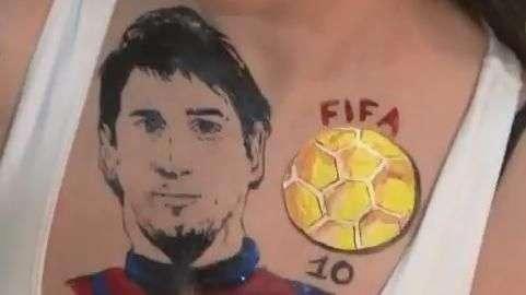 Fanatismo! Modelo russa leva Messi no peito em homenagem