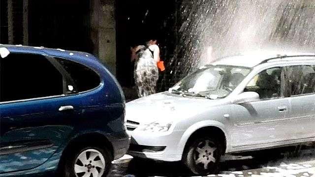 Con baldazos de agua despiden el año en Montevideo