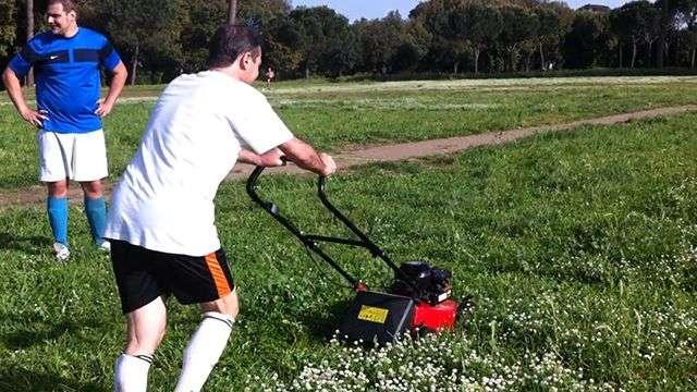 Living in Roma: Futbolistas jardineros