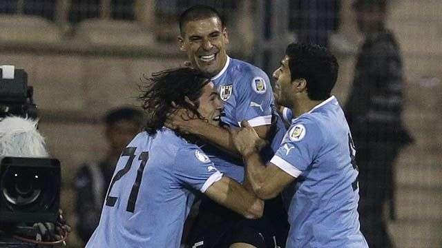 Uruguay, con un pie en el Mundial tras golear a Jordania